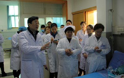 四川省人民医院急救科王建东主任为我院此次模拟演练给予了肯定-提
